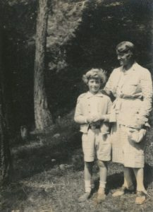 Young EvG with his mother Helene, 1920s